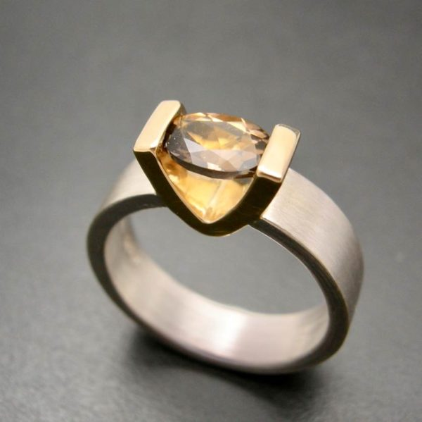 Smokey Quartz V setting ring in gold and silver for the smokey hot woman