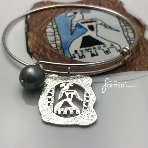 artwork-charm-featured-on-expandable-bracelet-wire