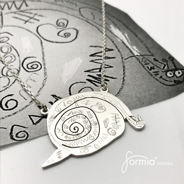 Exquisite silver snail art, attached pendant necklace